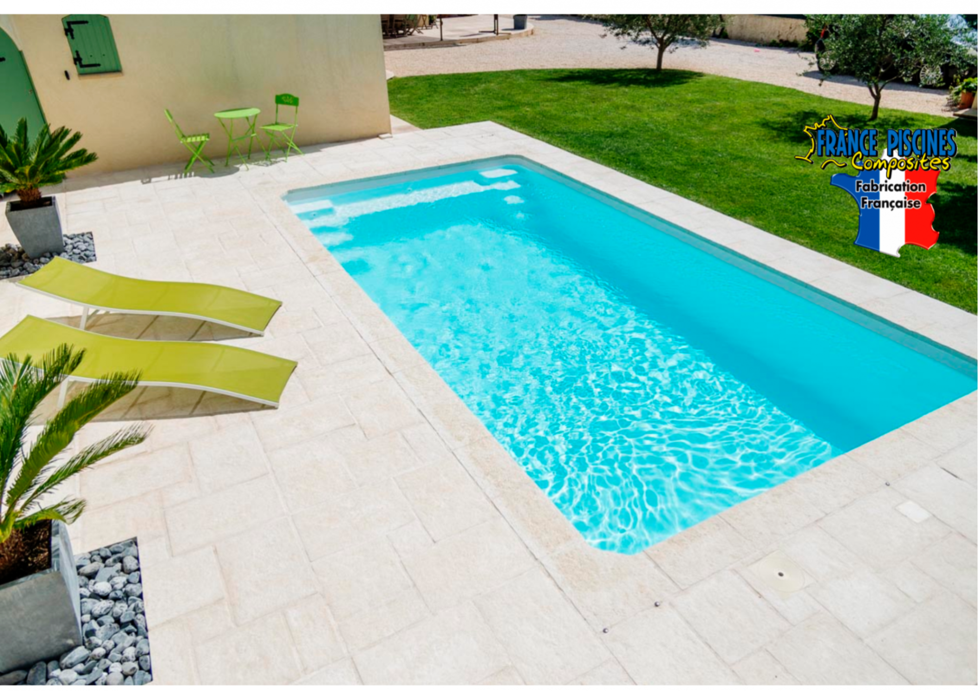 Piscine coque polyester moins de 10m2 istres france for Coque piscine polyester