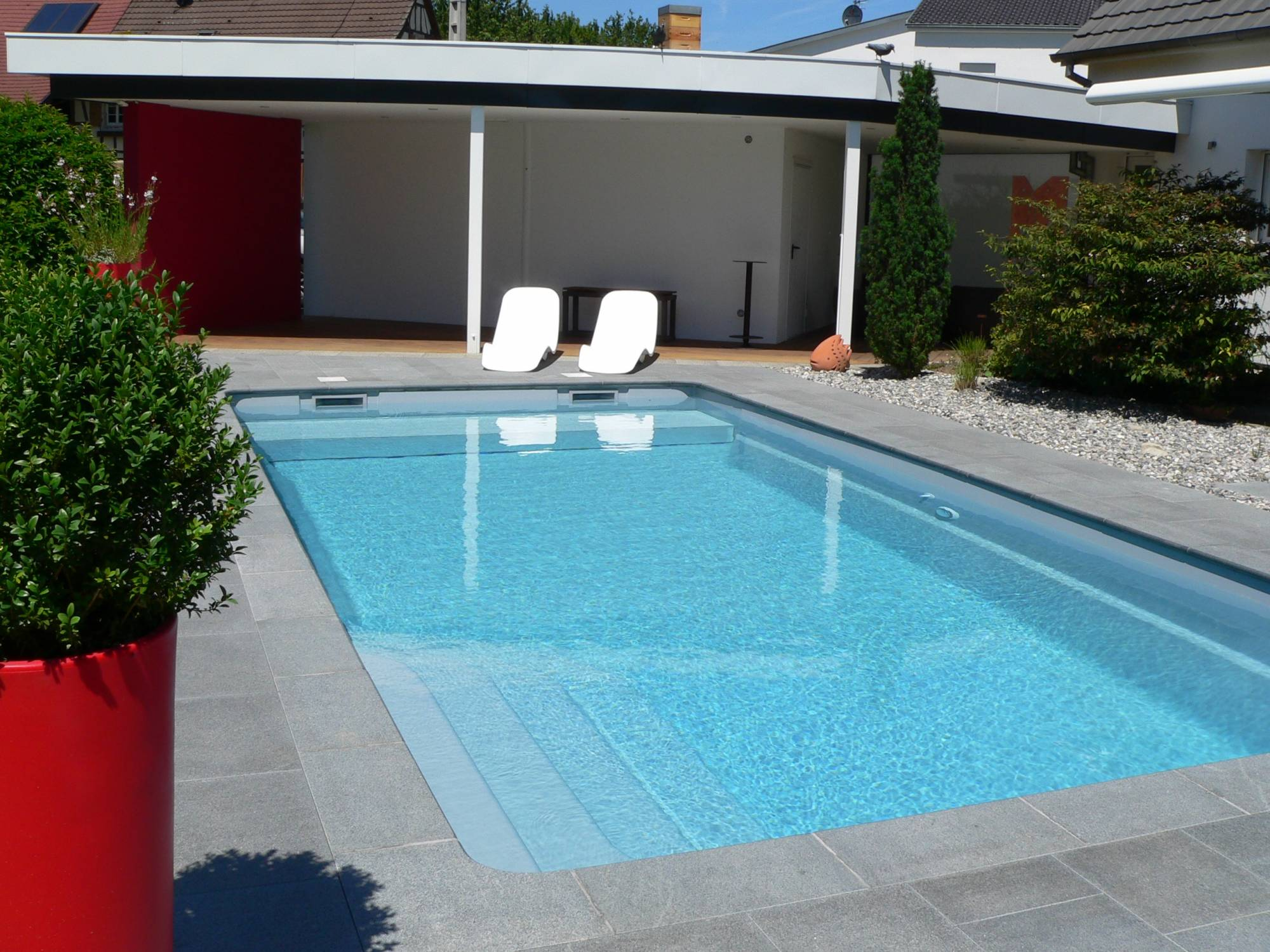 Les dispositifs de s curit homologu s pour piscines for Piscine coque volet integre