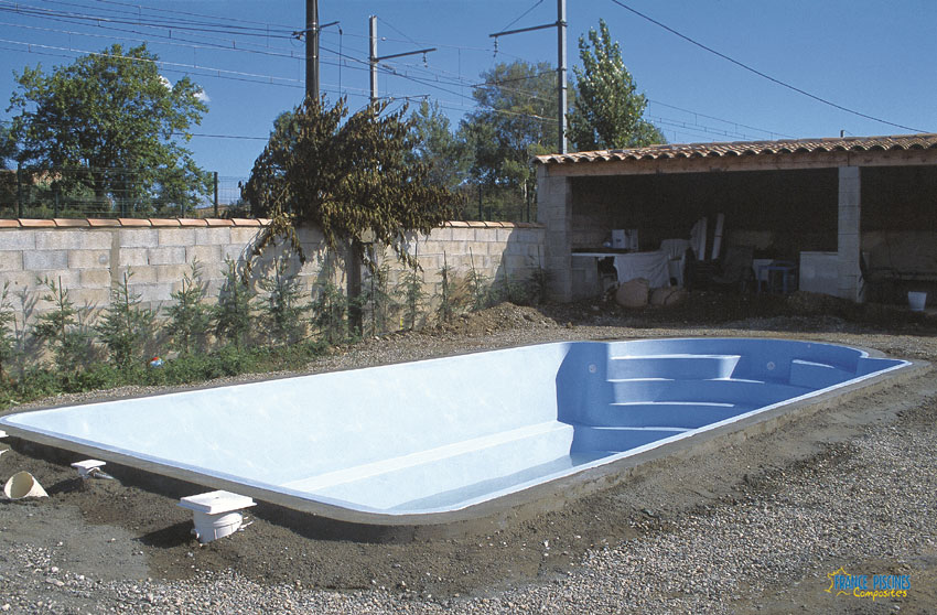 Prix piscine enterree beton id es de design for Comparatif piscine coque ou beton