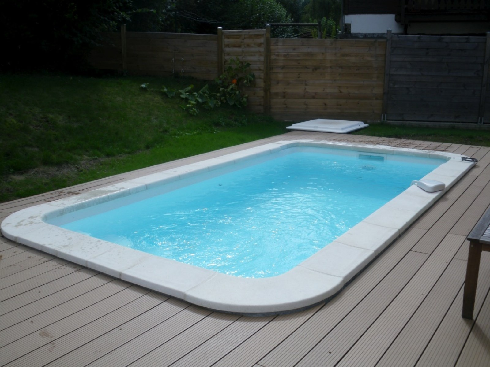 Piscine coque polyester mod le minorque grenoble avec for Mini piscine rectangulaire