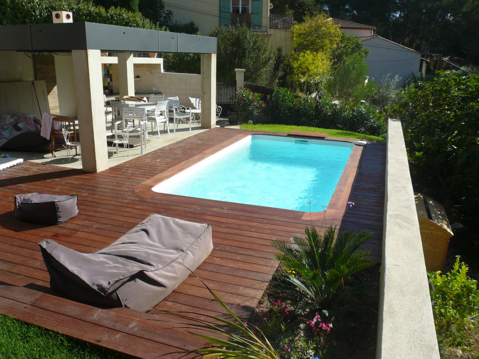 R alisation d 39 une piscine coque polyester rectangulaire for Installation piscine enterree