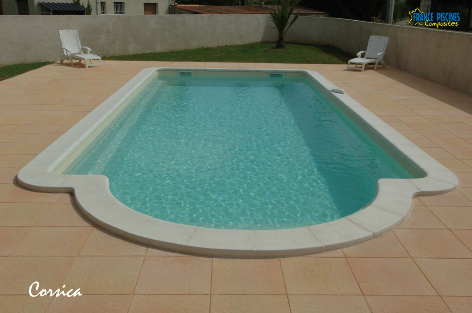 Design margelle piscine contemporaine roubaix 2322 for Piscine roubaix