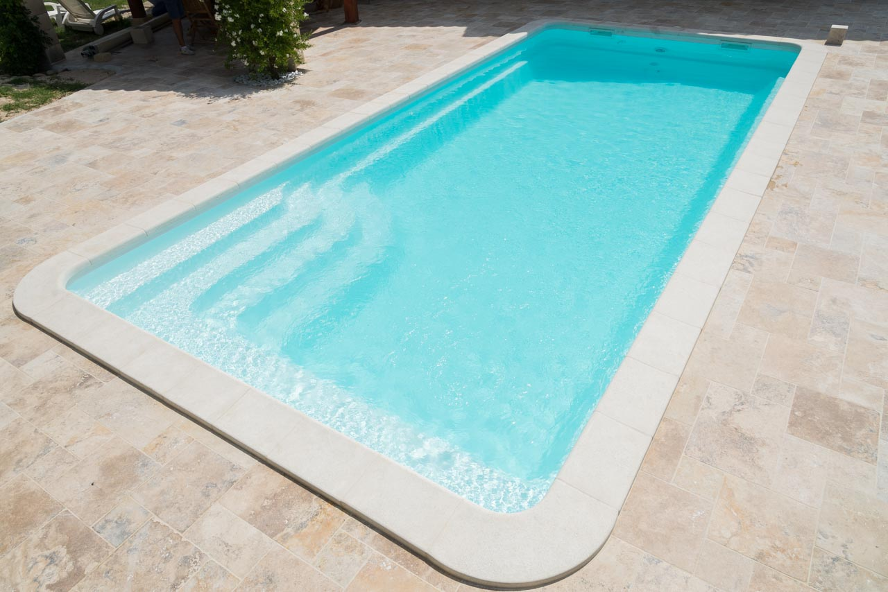 Mod le de piscine coque polyester rectangulaire 10x4 for Piscine coque fond plat