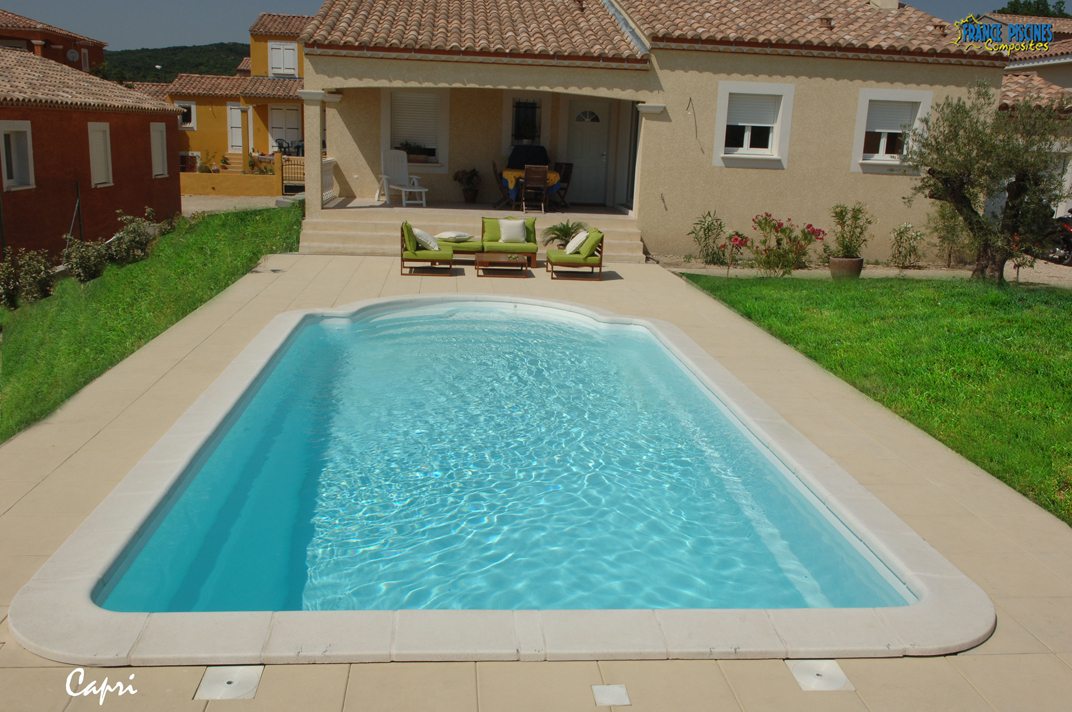 Piscine coque polyester mod le capri fond inclin avec - Photo des piscines ...