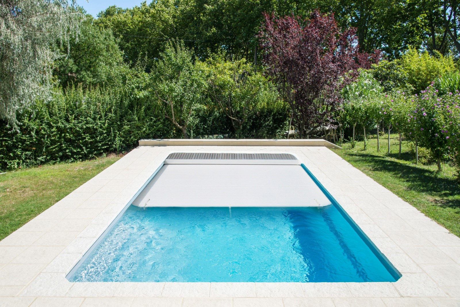 Piscine coque polyester rectangulaire mod le f ro avec for Piscine coque polyester