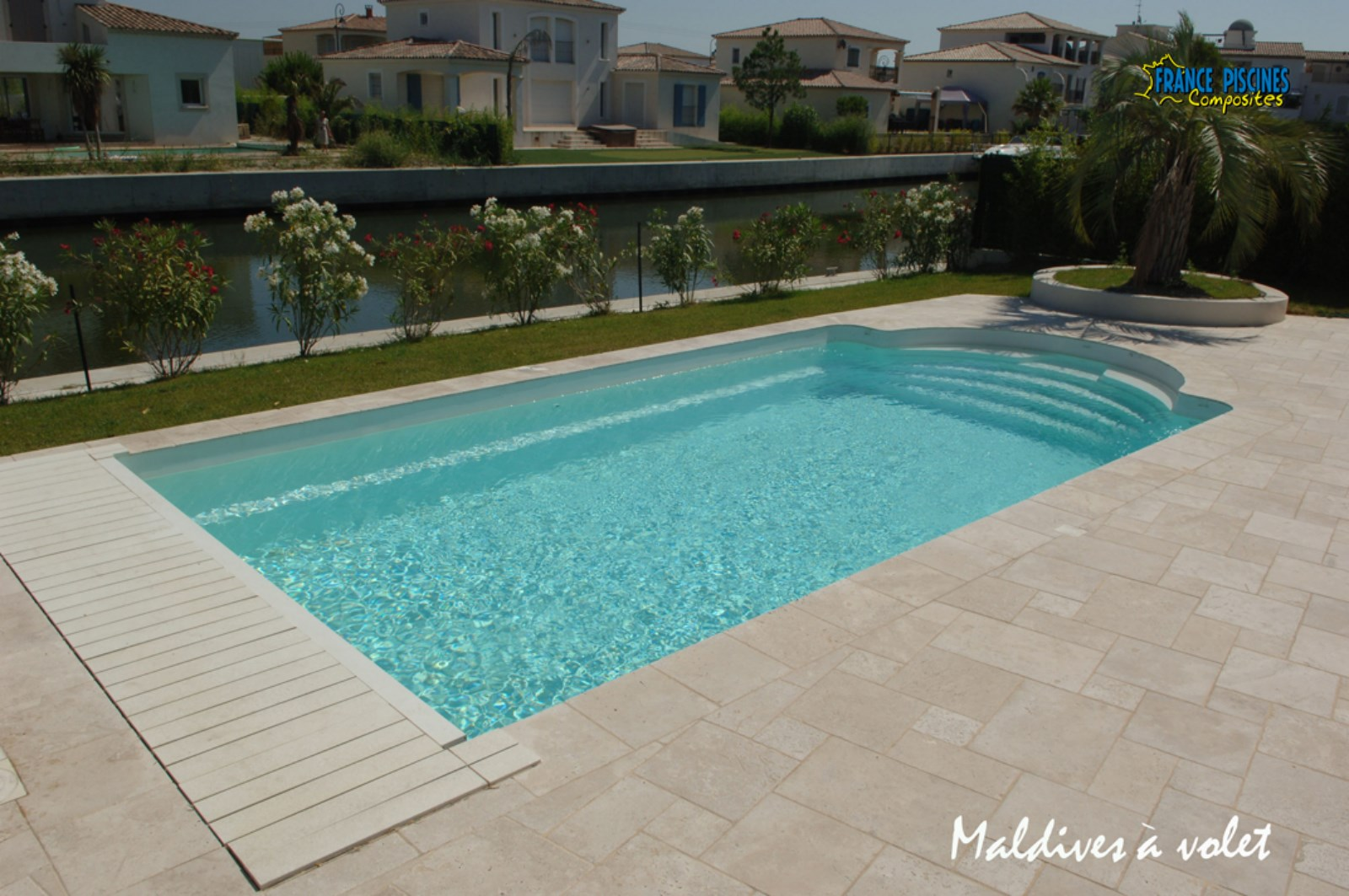 Piscine coque polyester mod le maldives avec couverture for Piscine babylone tarif