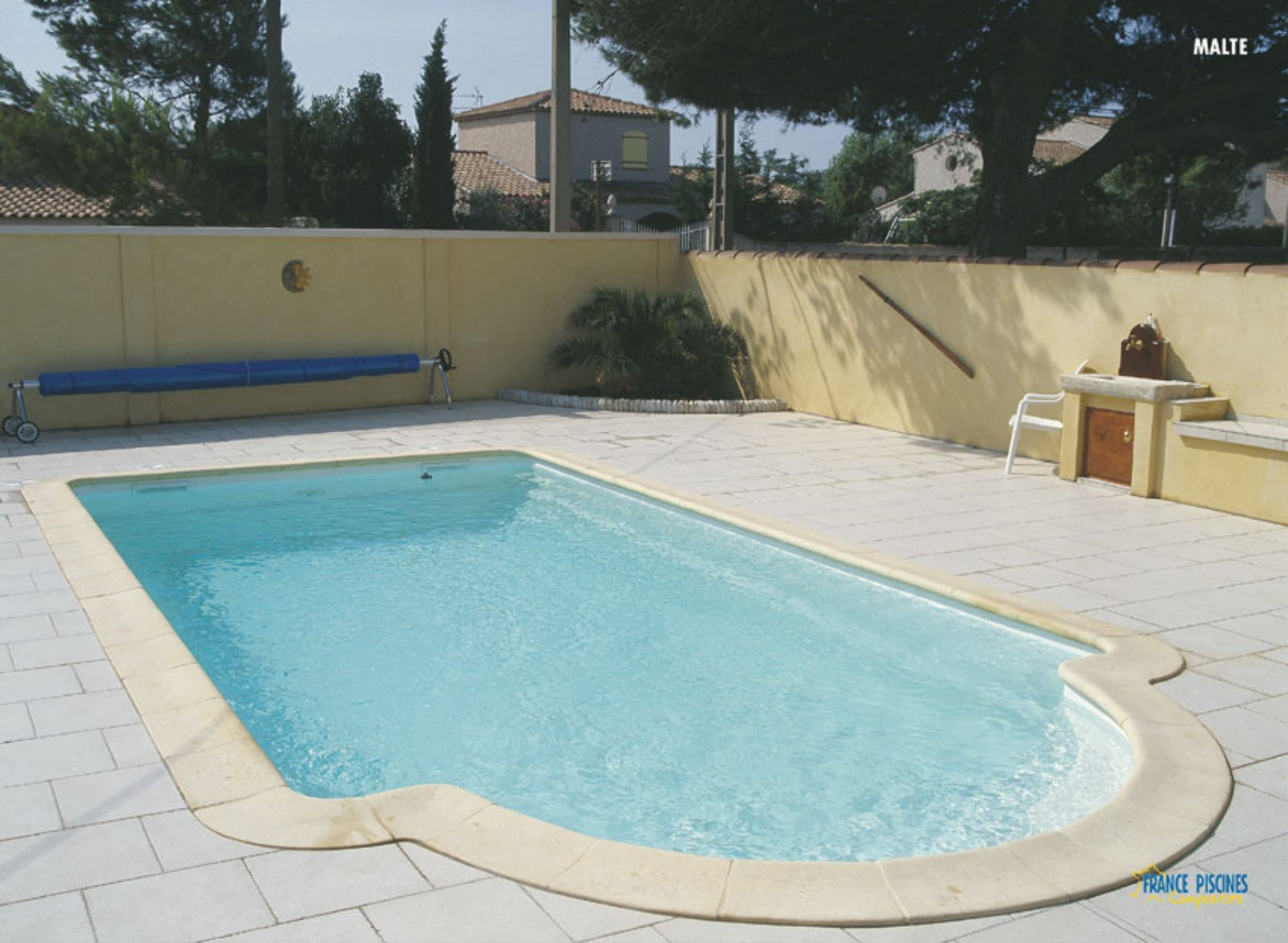 Piscine enterr e pas chere for Piscine semie enterree pas chere