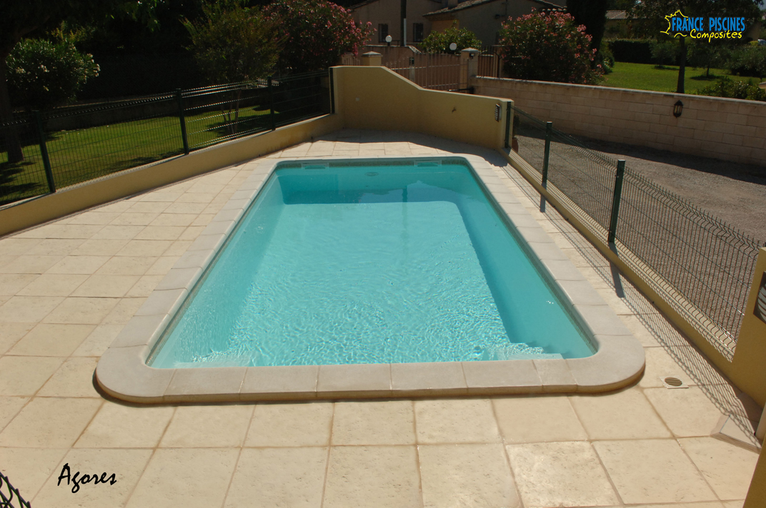Piscine coque polyester composites pas cher piscine for Coque piscine solde