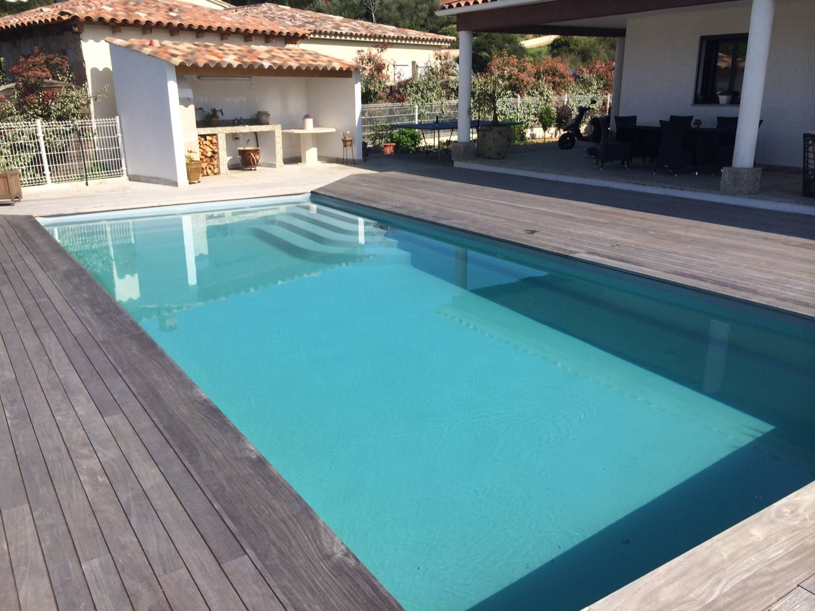 Vente et pose de piscine enterr e coque polyester for Piscine beton ou coque