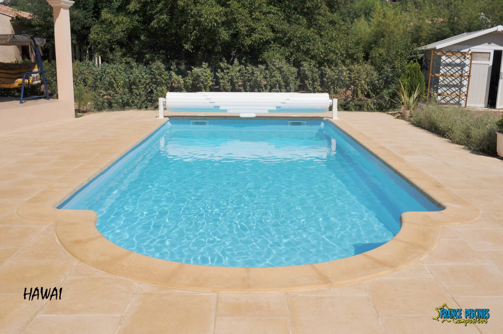 Vente et pose de piscine enterr e coque polyester for Prix piscine coque polyester 8x4