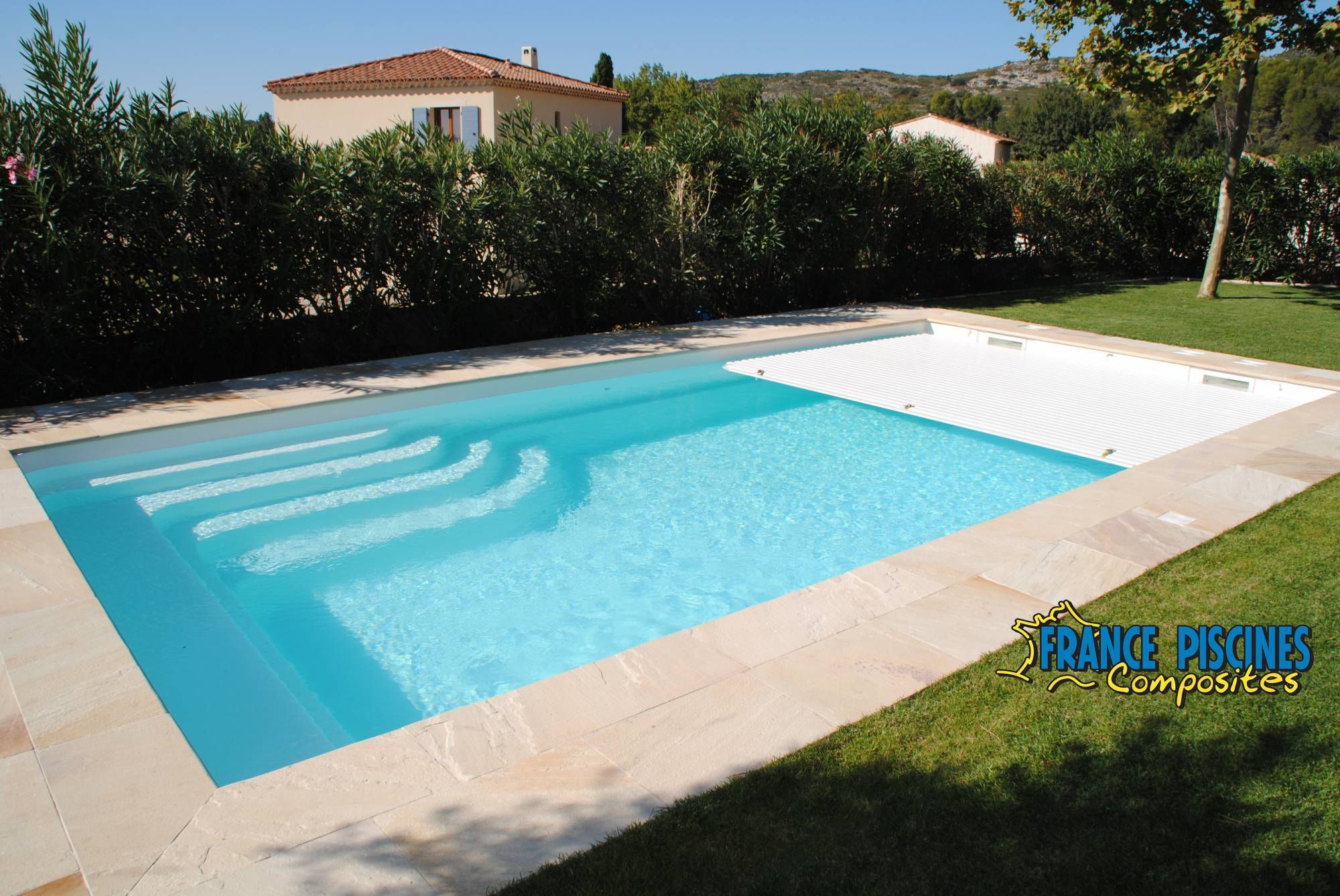 Vente et pose de piscine enterr e coque polyester for Piscine coque debordement