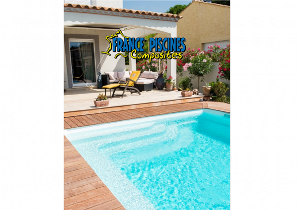 Vente pose de piscine enterr e coque polyester marseille for Piscine coque carre
