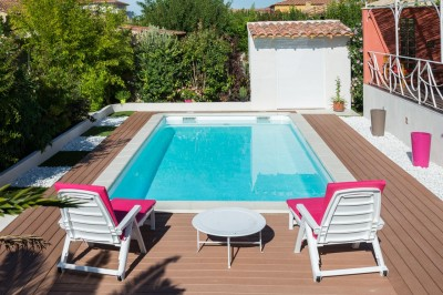 Piscine coque polyester fran aise pas cher installation for Piscine coque carree