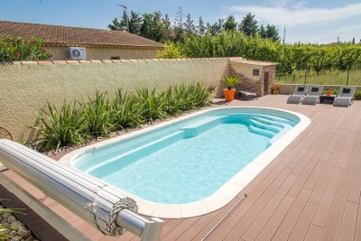 Pose de piscine enterr e en polyester n mes piscine for Piscine coque carree